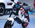 カシオの可視光通信技術を搭載する,スズキの電動コンセプトバイク「エクストリガー」